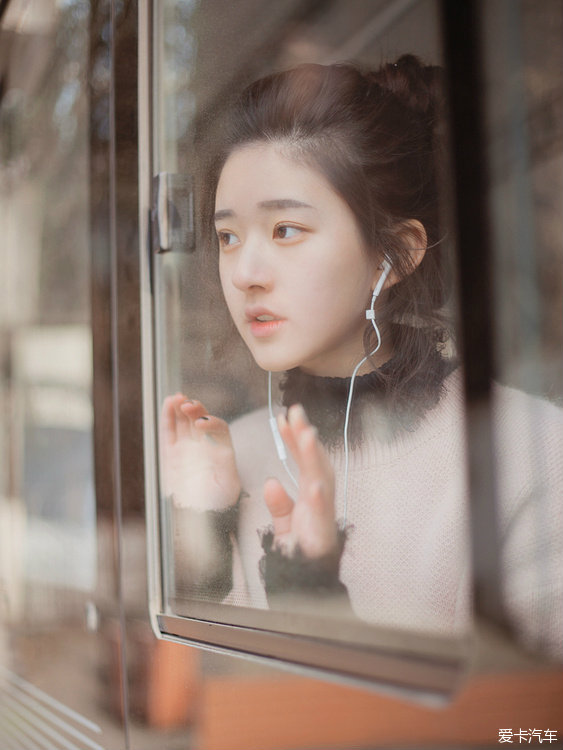 今日美女(160126)公交车上的高球美女顾雯_要闻俱乐部