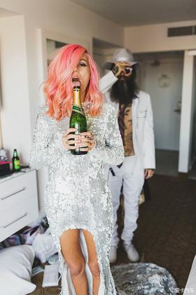 脱掉婚纱 和最爱的人来场疯狂的婚礼
