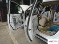 武汉车音乐~宝骏560汽车音响改装与隔音工程施工中