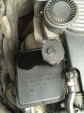 助力油溢出来:是换节温器时加多了助力油,不是油壶盖子有问题