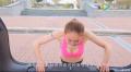 减肥减肥。。。美女教练车内健身教程,学起来!
