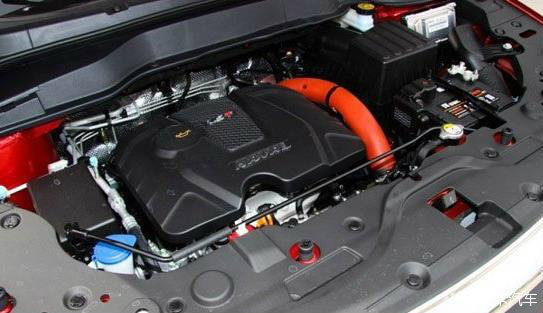 汽车电瓶一般位于发动机机舱内,面对车头右下方位置上.