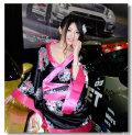 (东京改装车展:美女车模卖弄小清新风格)13P
