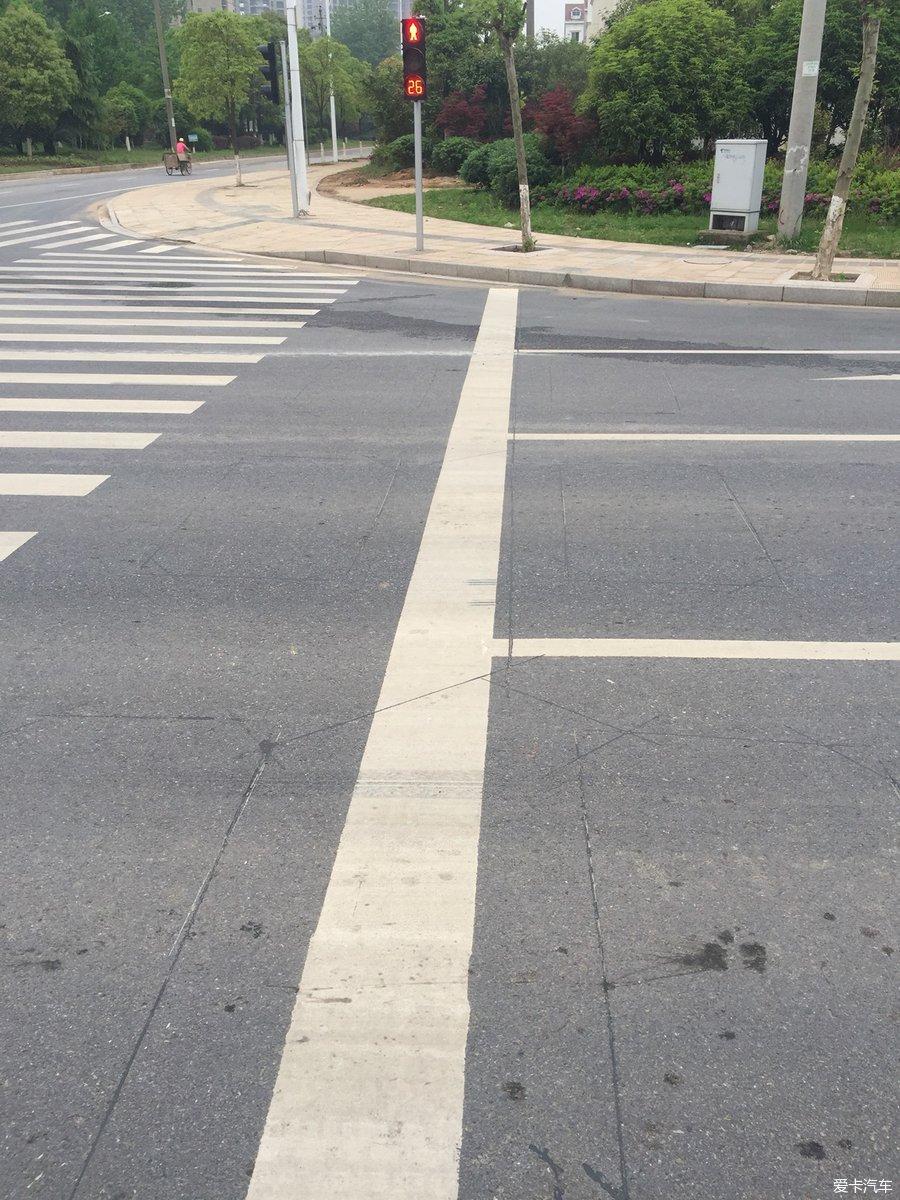 新修马路看到的闯红灯感应就是这个吧