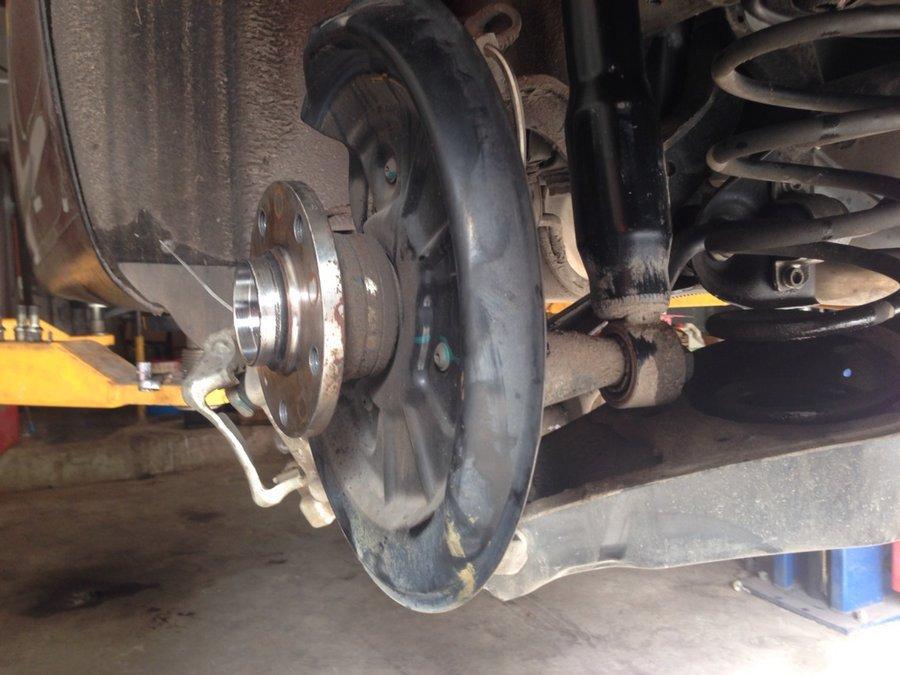拆下来的前轮轴承阻力很大-被大众轴承件折服 车轮轴承之殇 高尔夫6高清图片