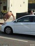 美国男子街头全裸碰瓷全程被拍