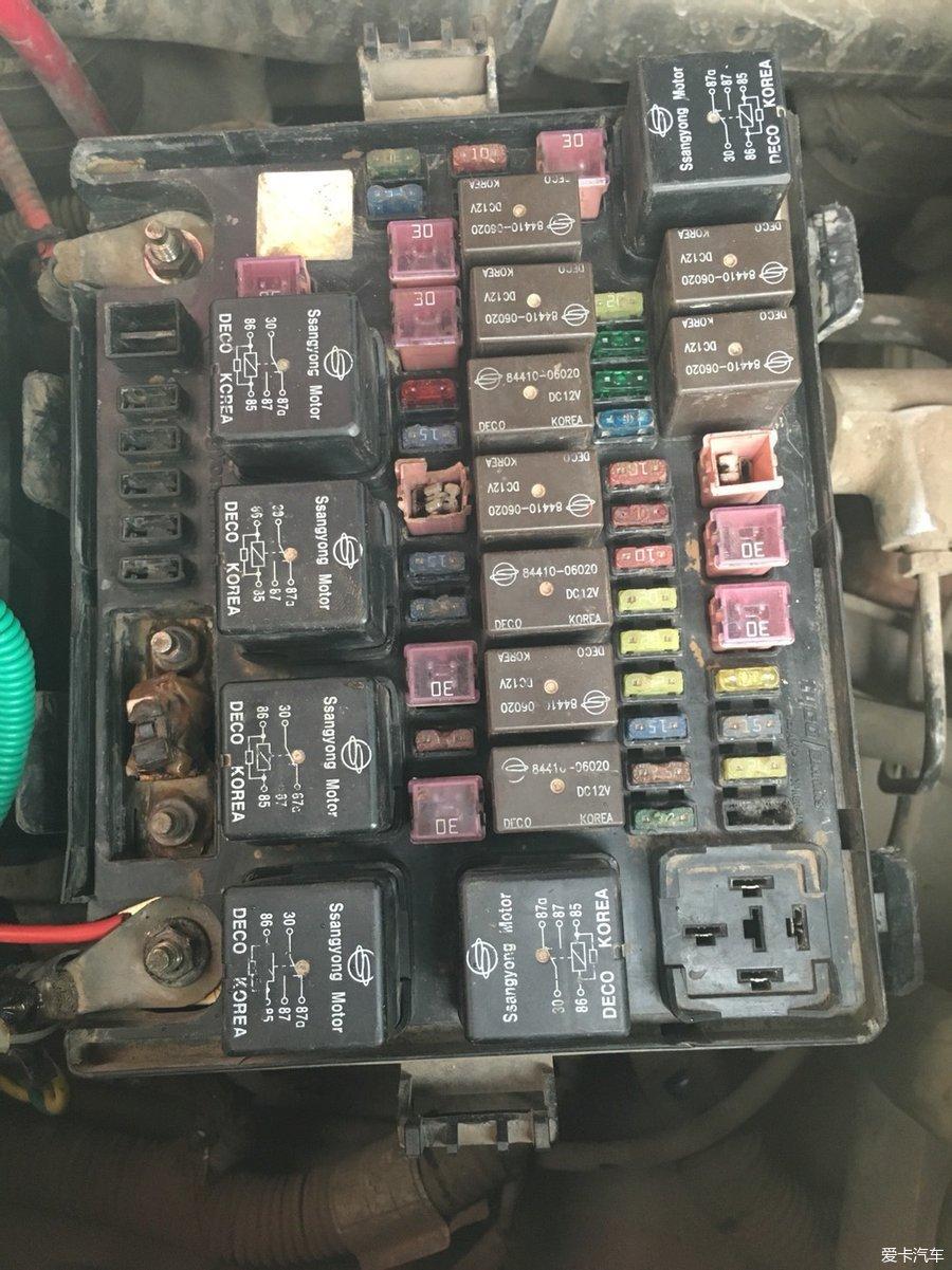雷斯特04款3.2汽油车求机舱保险盒图解