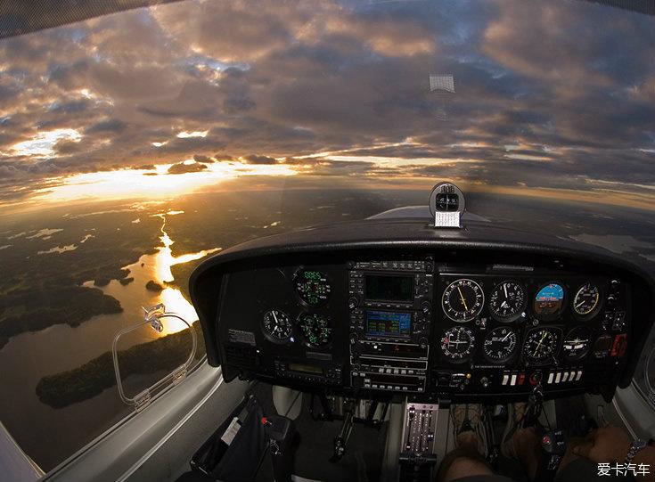 一起看看飞机驾驶舱内的风景