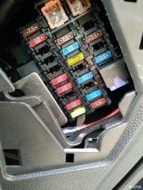嘉年华安装360行车记录仪延时启动降压线