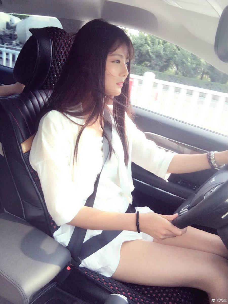 媳妇_> 去试驾——媳妇当车模