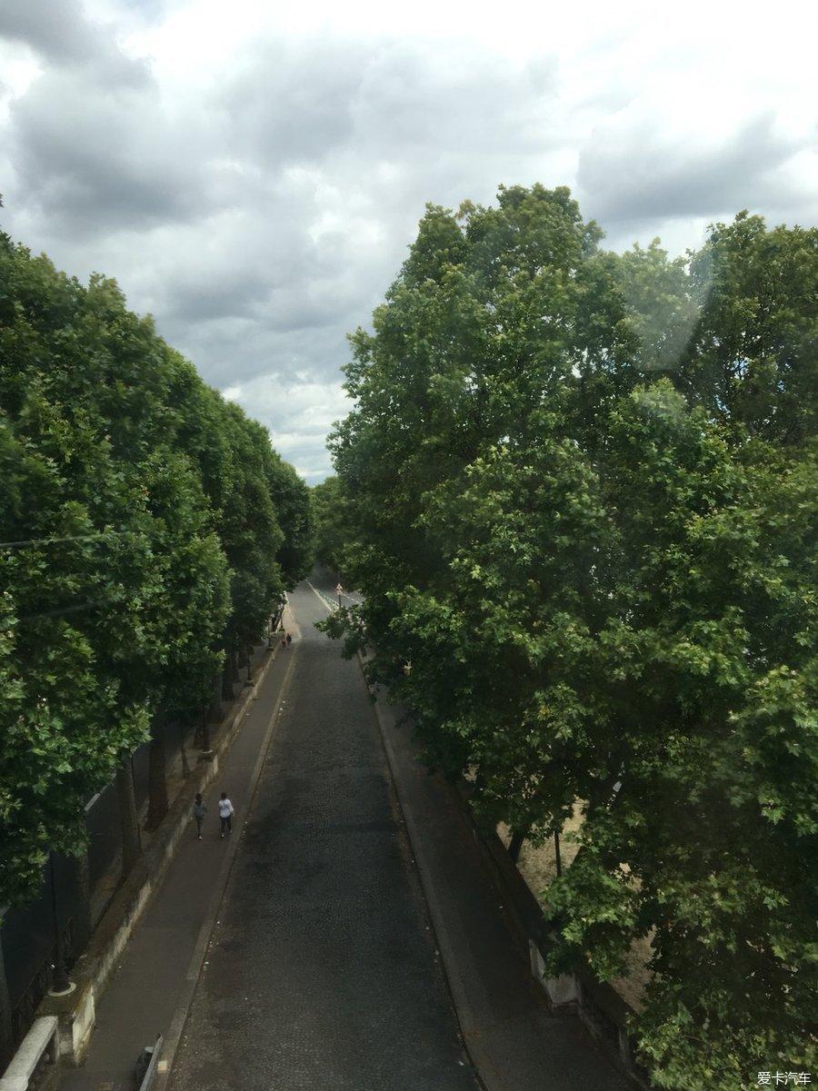 一路到河谷村购物!巴黎的奥莱!_四川汽车论坛