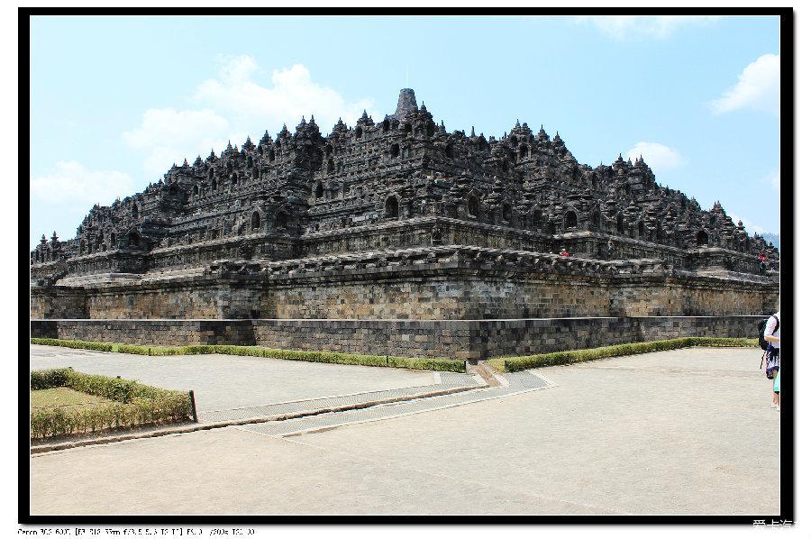 印度尼西亚 佛塔/13.婆罗浮屠佛塔背面,整个佛塔共有100个排水口
