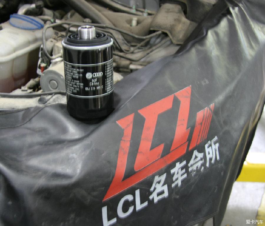 新机油滤芯-奥迪Q5保养高清图片