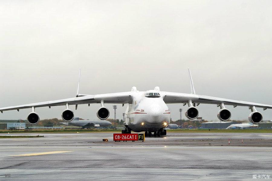 最大载重量为300吨