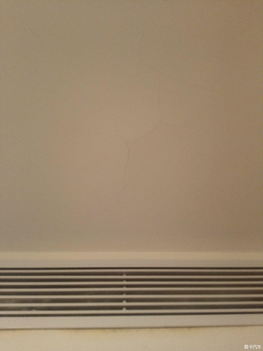投诉佰慧装饰雅博体育彩票后一年不到各房间墙壁天花全出现裂缝(9/3更新)