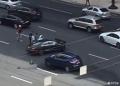 普京专车发生事故(现场图):宝马与奔驰对撞