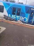 墨尔本昨天发生的火车撞汽车,汽车被撞得来没有了