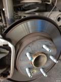 更换了打孔刹车盘。3万6千公里