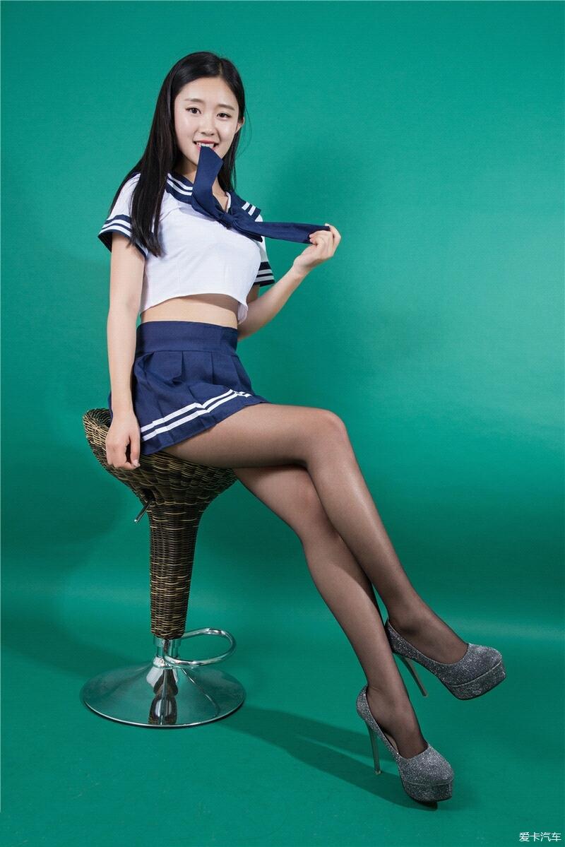 姑娘、长发、黑丝,学生装的秀腿红唇。_北京汽初中杨村排名天津武清图片