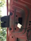 06年福克斯两厢后备箱手提打不开、只能钥匙遥控打开