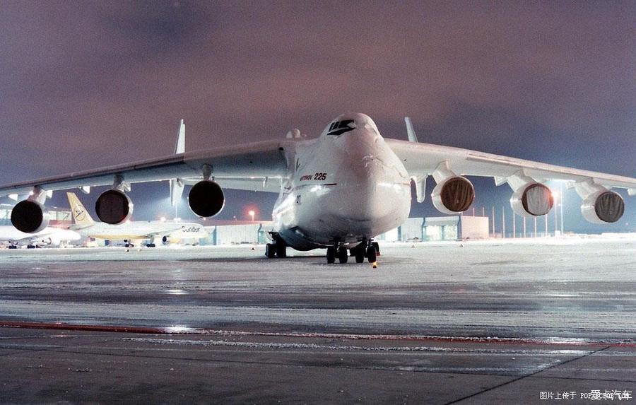 正文    安-225运输机是为运输暴风雪号航天飞机而研制,最大起飞重量