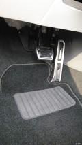 自己动手换装刹车和油门踏板