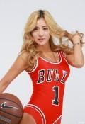 来个金发不碧眼的篮球宝贝。
