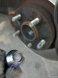 自己拧断自己修BRZ更换轮轴螺丝