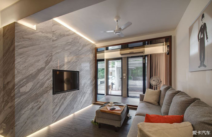 一,造型时尚外观多样型电视墙—常见风格有现代风格,欧式风格,中式图片