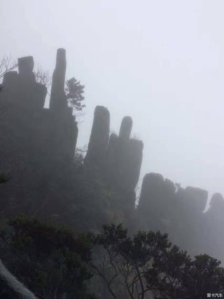 羊狮慕景区老子岩雕像