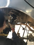 终于找到车尾高速摇摆的问题了,后减震顶胶全部换正厂货。