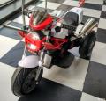 小朋友电动摩托和儿童餐椅,轻便儿童推车