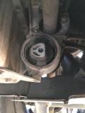 自己更换发动机下支架胶套