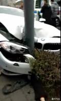 今天早上都江堰车祸太吓人了