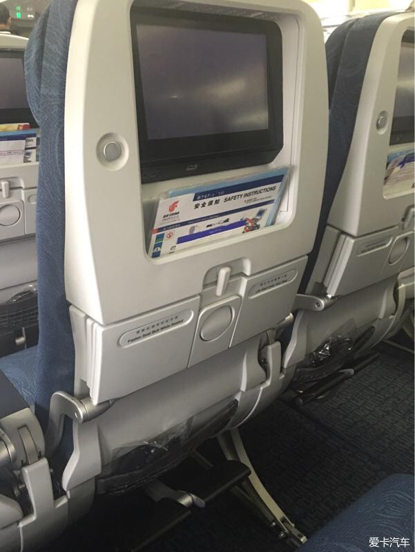 重庆--北京 CA985 哎哟,不错哟_航空公司那些