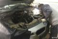 宝马320机油散热器漏油维修