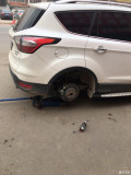 轮胎扎钉了,胎压报警