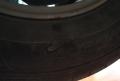 今天给卡罗拉去首保,发现轮胎内侧划破了