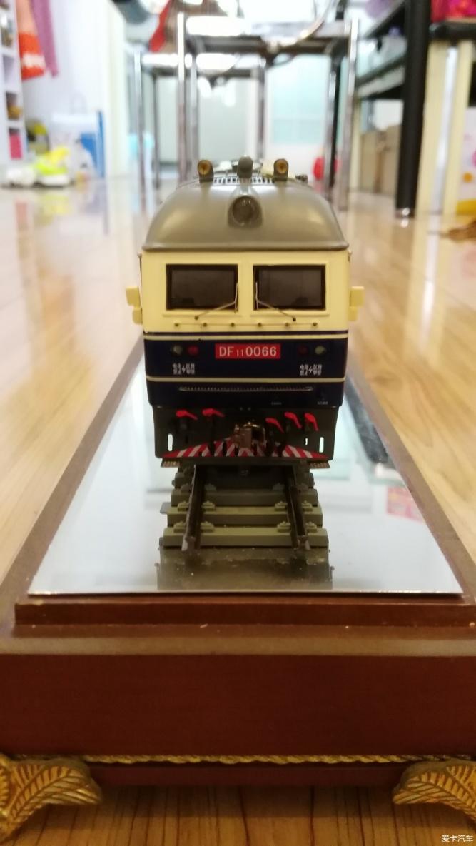 示一下我收藏的机车和动车组模型
