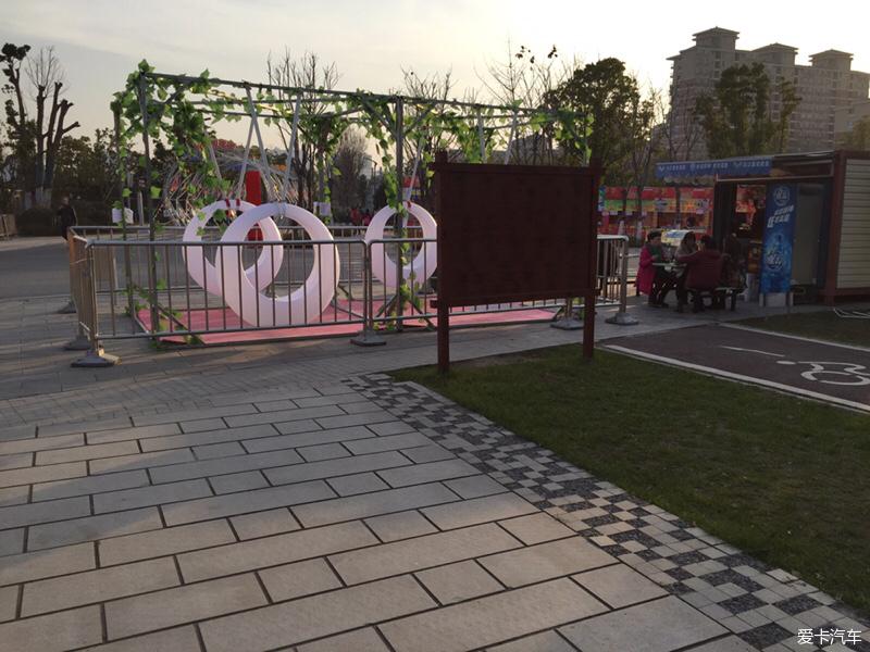 武汉园博园之论坛广场_DENZA/腾势论坛小村美食美食动画片里的图片