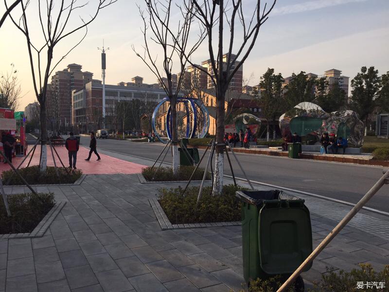 美国园博园之论坛广场_昂科拉美食_XCAR爱美食城武汉图片