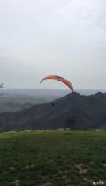 跟着爱卡同学的帖去看李花,玩了一次滑翔伞
