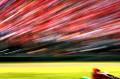 身临赛车场摄影师带你感受风驰电掣的速度