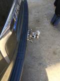拖车钩到店,安装的合法性依旧有待考证。