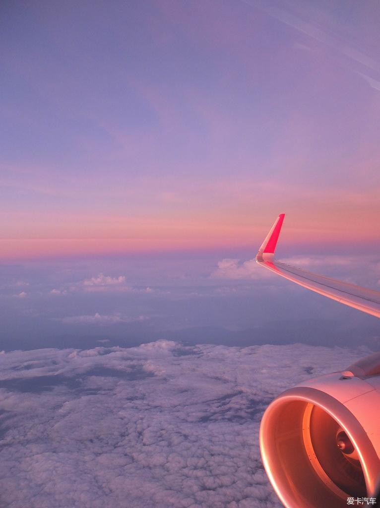 另外,亚航的飞机上真的很冷,空调开得很足,一定要带长袖或者薄毛毯