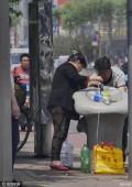 直饮水成市民取水点大桶小瓶接不停