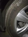 两条普利司通轮胎转手