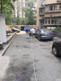 昨天去一小区,突然一辆车冒烟了!