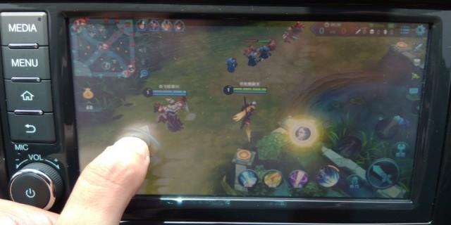 尝试用启辰M50V的大屏打游戏!