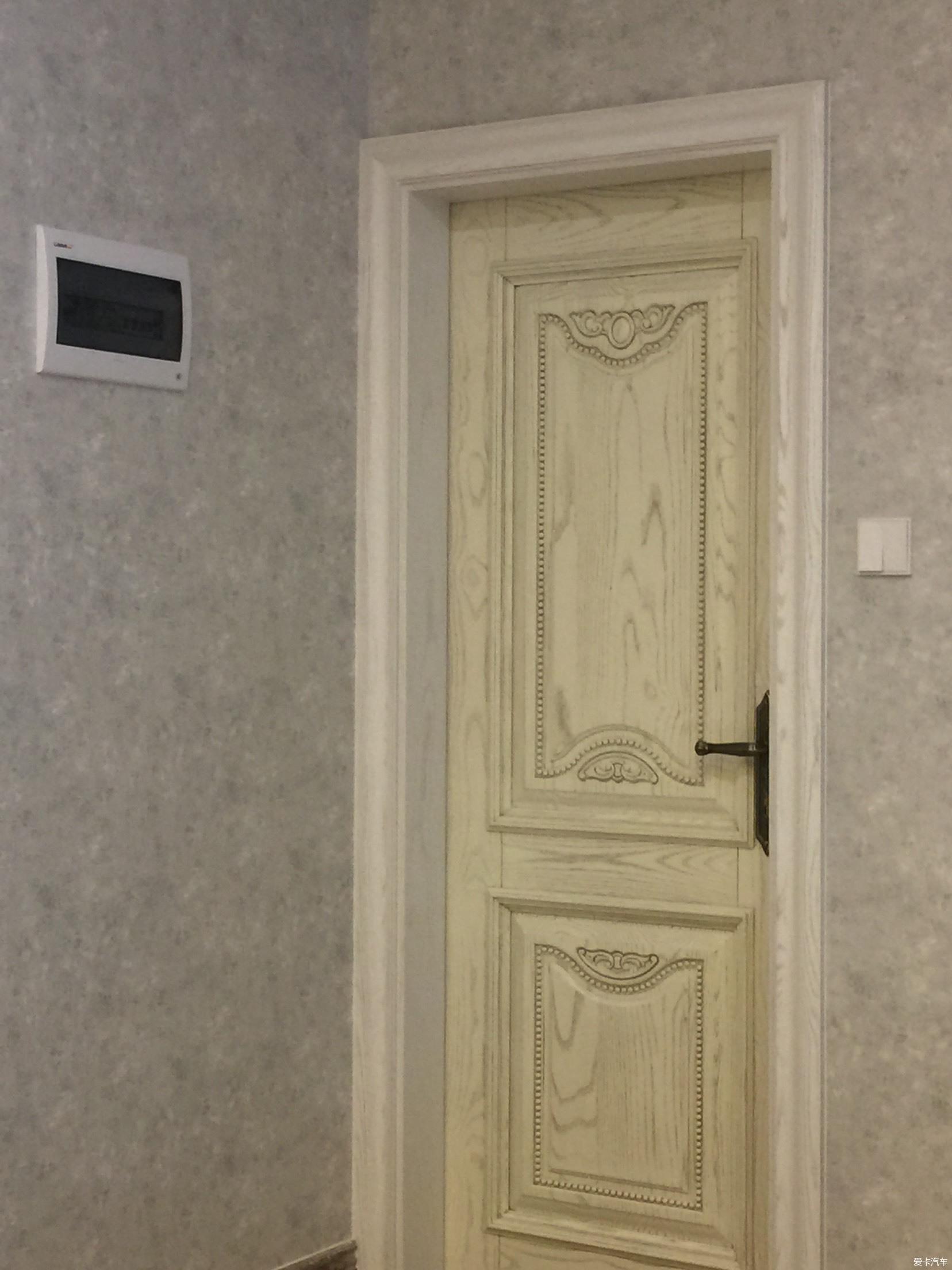 > 门和门套颜色有差异,能接受吗?
